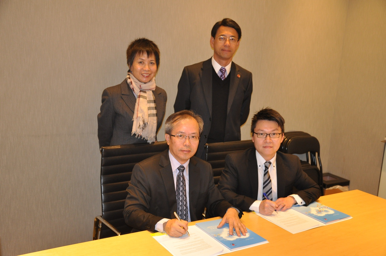 Heep Hong Society and Ai You (Hong Kong) Foundation signs the cooperation agreement.