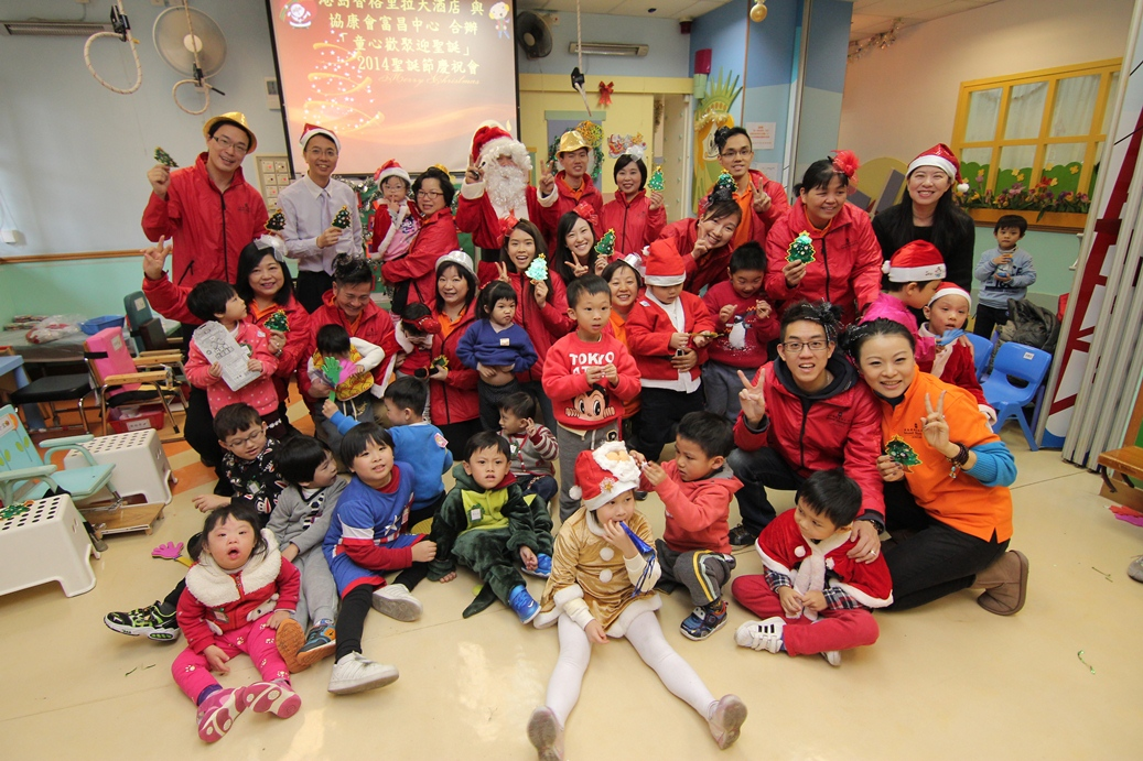 Island Shangri-La Celebrated Christmas with Children at Fu Cheong Centre