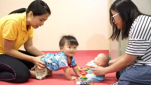 Case of one-year-old child: Chung Ki is doing a 'row a boat' training.